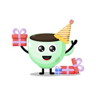 Mascotte de personnage mignon de tasse de café d'anniversaire