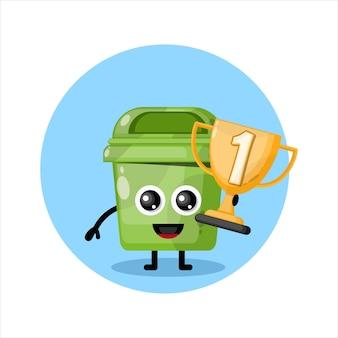 Mascotte de poubelle trophée champion