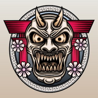 Masque de hannya devant la porte torii.