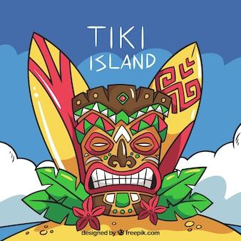 Masque tiki, panneaux de surf et feuilles de palmier