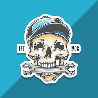 Le mécanicien du crâne mord la clé. réparateur squelette avec chapeau.