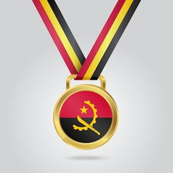 Médaille d'or avec le drapeau de l'angola