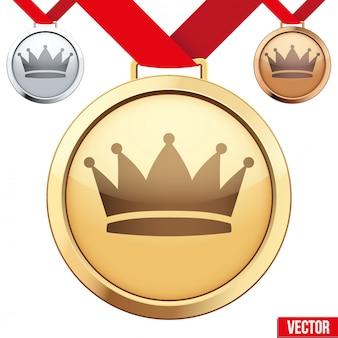 Médaille d'or avec le symbole d'une couronne à l'intérieur
