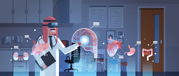 Médecin arabe masculin portant des lunettes numériques en regardant les organes de réalité virtuelle