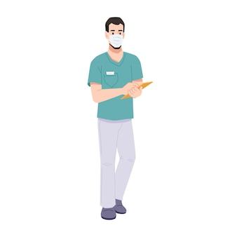 Médecin ou chirurgien en masque écrivant sur le presse-papiers