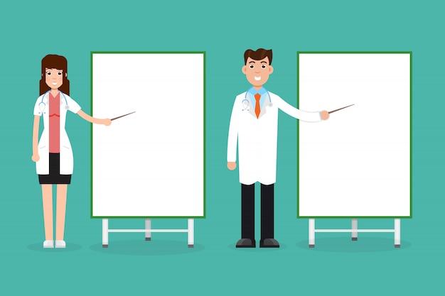 Médecin femme et homme avec planche de présentation