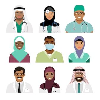 Médecin et infirmière font face à des icônes isolées. professions de la santé avec le vecteur de professionnels noirs et arabes