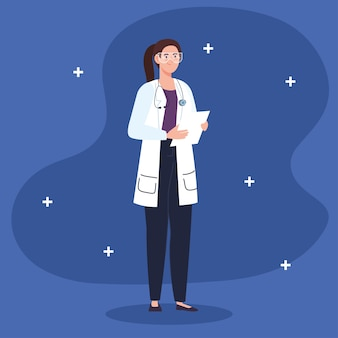 Médecin professionnel féminin avec document de liste de contrôle.