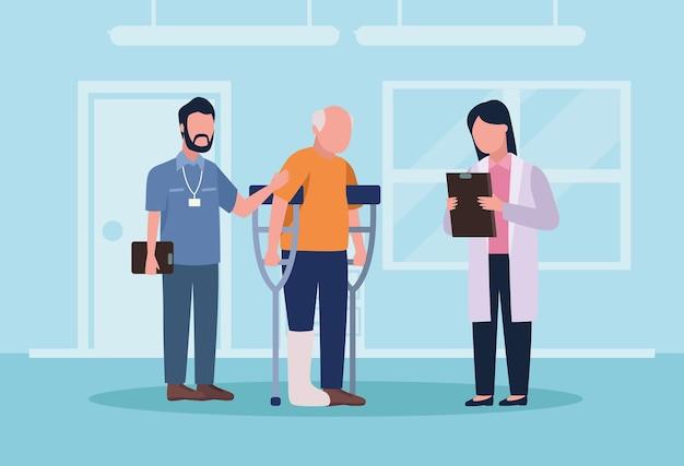 Médecins gériatriques et vieil homme