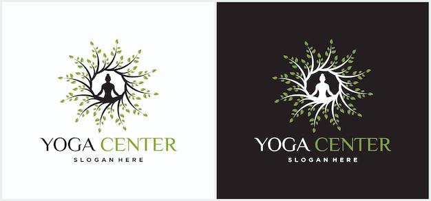 Méditation d'homme de conception de logo de yoga dans le modèle de conception de logo de yoga d'arbre.