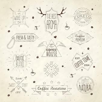 Meilleure qualité café maison expresso frais arôme rétro emblèmes étiquettes collection doodle croquis sépia illustration vectorielle