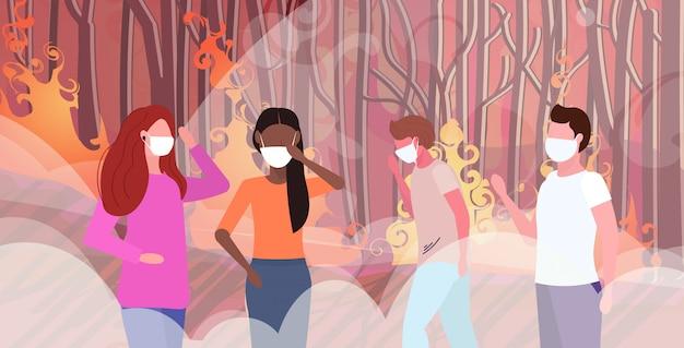 Mélange race gens dans des masques de protection feu de brousse buisson feu développement bois secs brûler des arbres réchauffement climatique catastrophe naturelle écologie problème concept intense fumée orange flammes horizontal portrait