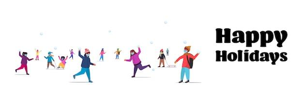 Mélanger les enfants de race dans des masques s'amusant en hiver en plein air loisirs et activités concept de quarantaine de coronavirus illustration isolé horizontal