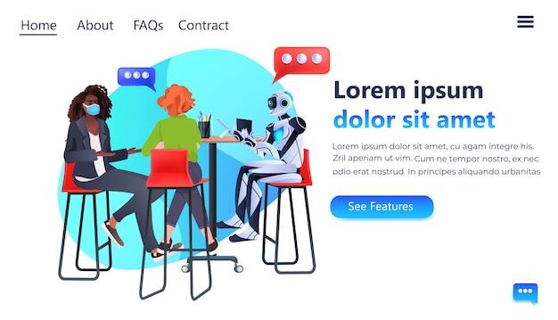 Mélanger des femmes d'affaires de course dans des masques et un robot discutant lors d'une réunion d'intelligence artificielle travail d'équipe chat bulle communication concept pleine longueur copie espace illustration vectorielle