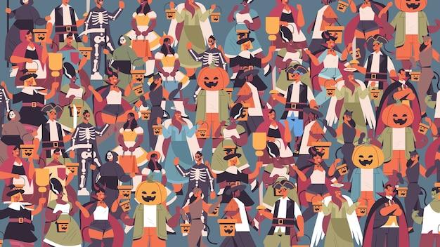Mélanger les gens de race dans des costumes différents célébrant le concept de fête d'halloween heureux hommes mignons femmes debout ensemble portrait illustration vectorielle horizontale