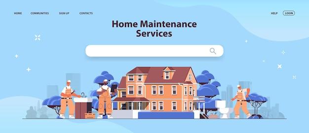 Mélanger les réparateurs professionnels de la course en uniforme faisant la rénovation de la maison service de réparation d'entretien de la maison