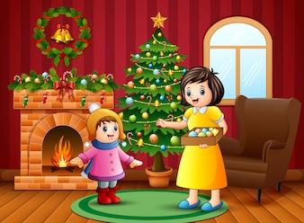 Mère et petite fille veulent décorer un sapin de Noël