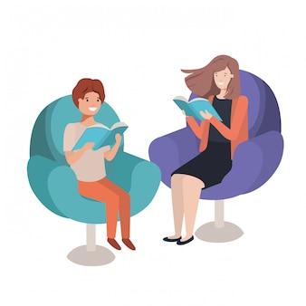 Mère et fils assis sur un canapé avec personnage avatar de livre