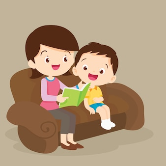 Mère et fils lisant ensemble
