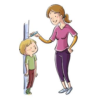 Mère mesurant la taille de son fils