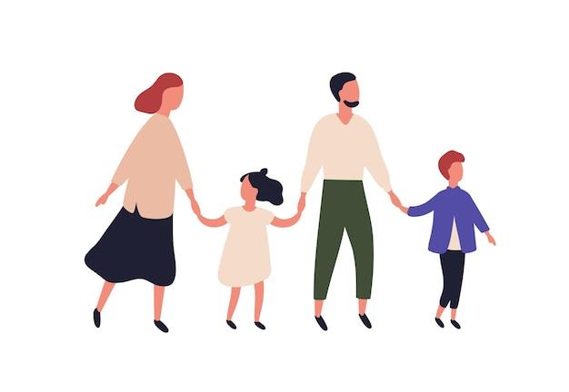 Mère, père, fils et fille. portrait de famille moderne avec enfants marchant ensemble