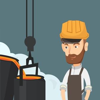 Métallurgiste au casque au travail dans la fonderie.