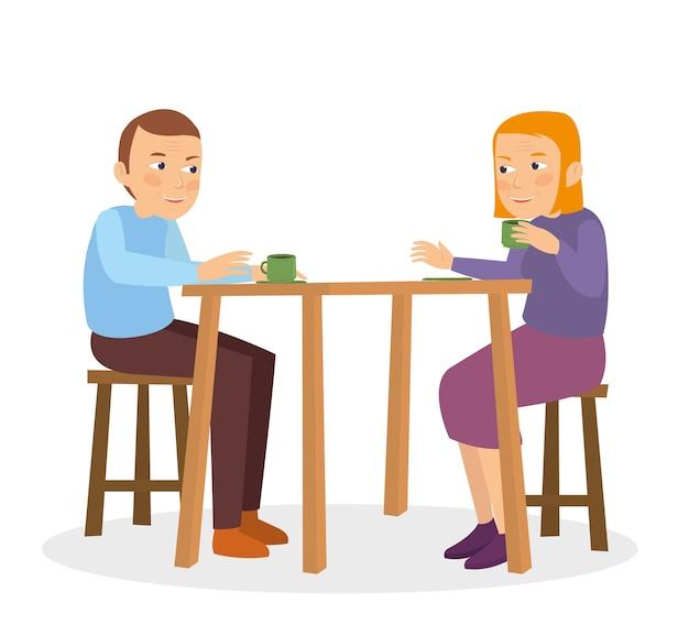 Midle age couple parle sur la table du restaurant