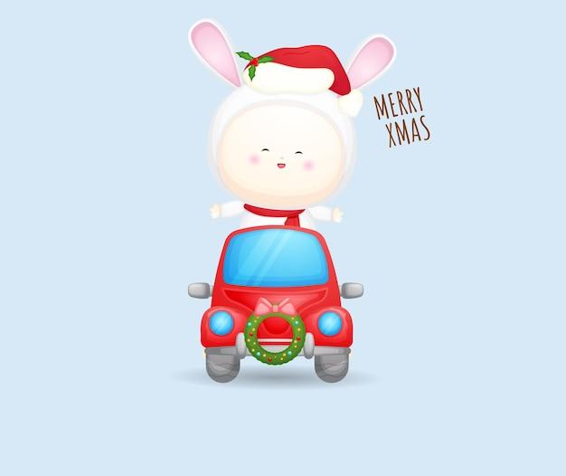 Mignon bébé père noël en voiture rouge pour illustration de joyeux noël vecteur premium
