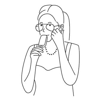 Mignon, femme, manger, glace