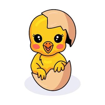 Mignon petit dessin animé de poussin jaune à l'intérieur d'un oeuf