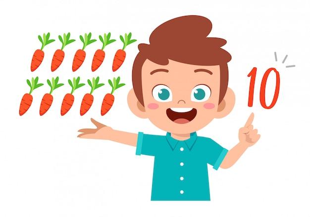 Mignon petit enfant garçon étude math nombre compter légume