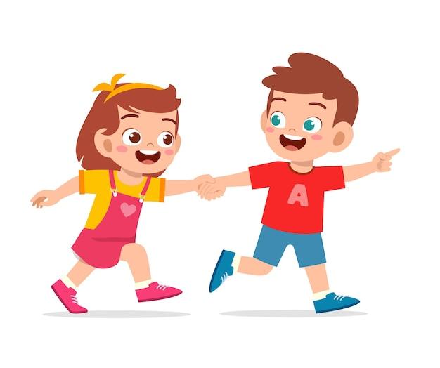 Mignon petit enfant garçon et fille tenant la main et marchant ensemble