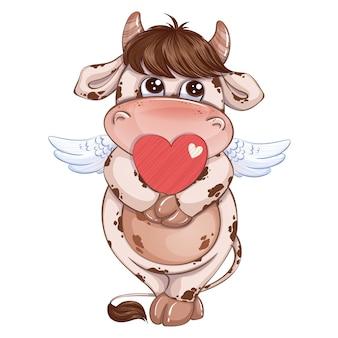 Mignon petit garçon de veau avec des ailes de cupidon tient un coeur