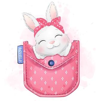 Mignon petit lapin assis à l'intérieur de la poche