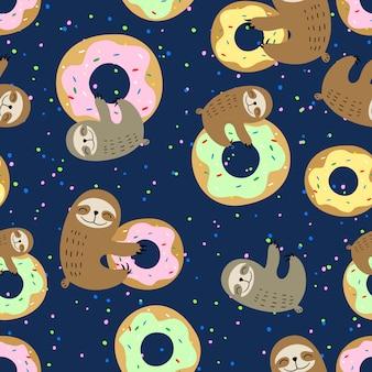 Mignonne paresse avec des beignets sucrés