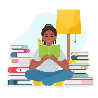 Mignonne petite fille afro-américaine lit un livre. illustration dans un style plat