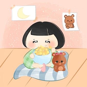 Mignonne petite fille mange du pop-corn