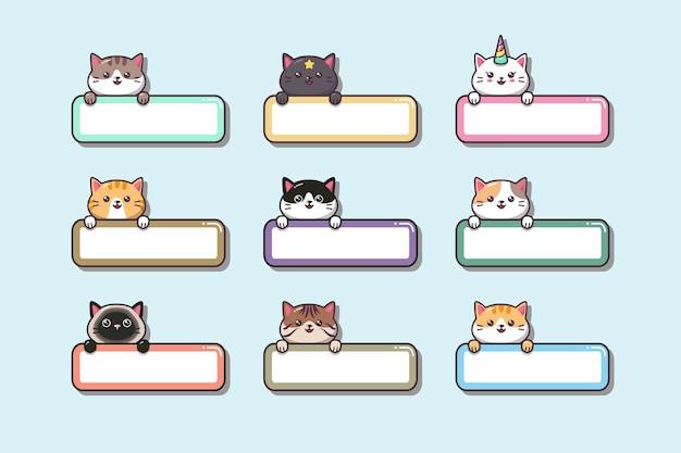Mignons bébés chats avec des étiquettes
