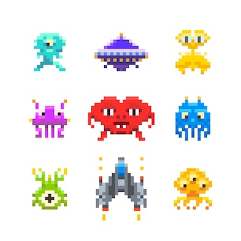 Mignons ennemis du jeu space invaders dans un style pixel art