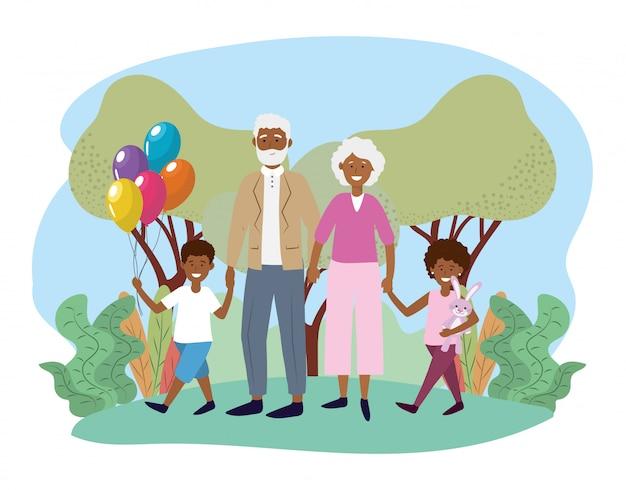 Mignons grands-parents avec leurs enfants heureux et leurs ballons