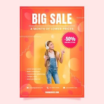 Modèle d'affiche de vente dégradé avec photo