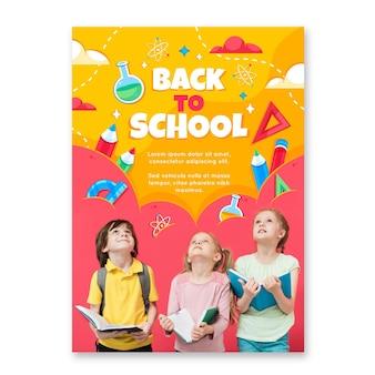 Modèle d'affiche vertical détaillé de retour à l'école avec photo