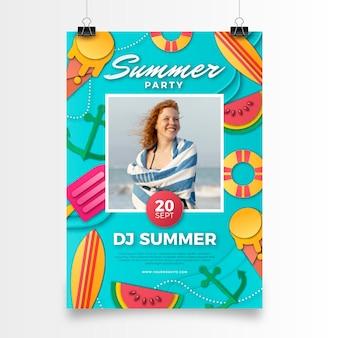 Modèle d'affiche verticale de fête d'été dans un style papier avec photo