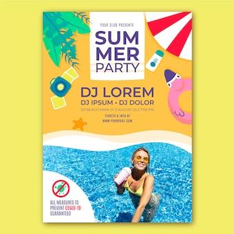 Modèle d'affiche verticale de fête d'été dessiné à la main avec photo