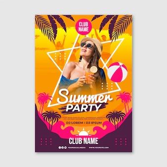 Modèle d'affiche verticale de fête d'été plat avec photo