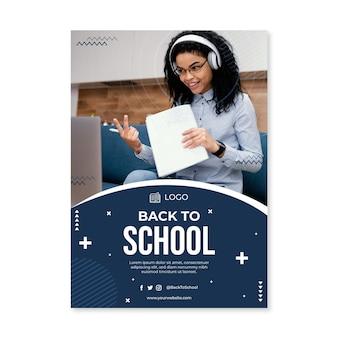 Modèle d'affiche verticale plat retour à l'école avec photo