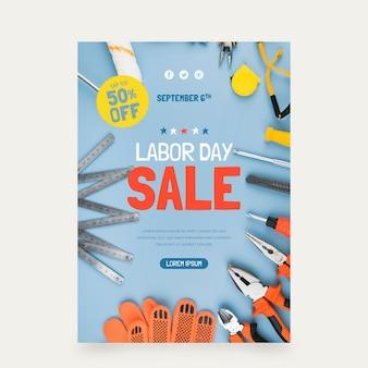 Modèle d'affiche verticale de vente de fête du travail avec photo