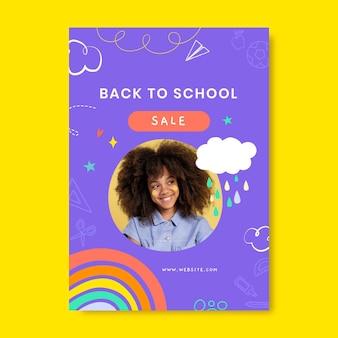 Modèle d'affiche verticale de vente de retour à l'école dessiné à la main avec photo