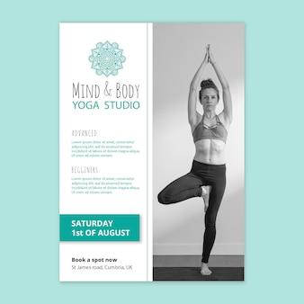Modèle d'affiche de yoga avec photo