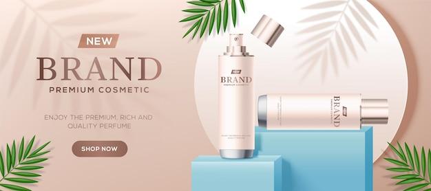 Modèle d'annonces cosmétiques avec des bouteilles blanches sur la scène du podium carré bleu